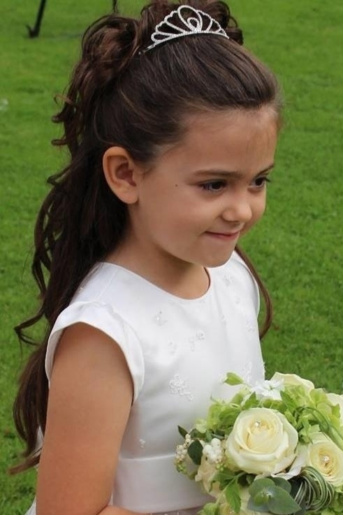 Photo of flower girl wedding hair by www.karensbeautifulbrides.co.uk, Suffolk CO100BT